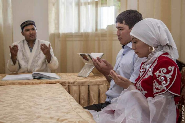 Утром молодой человек идет к семье своей жертвы знакомиться, а дальше свадьба / Фото: almode.ru