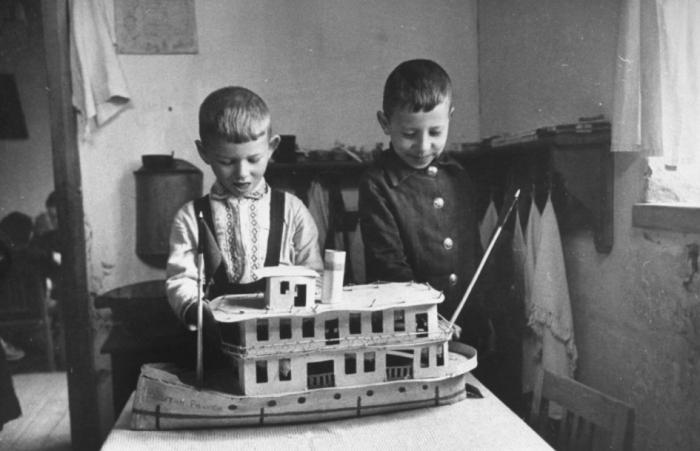 Талант к изобретениям у будущего аса проявился еще в детстве, сложные технические задачи ему были нипочем / Фото: drive2.ru