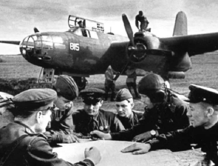 Для усовершенствования боевых тактик Покрышкин анализировал бои и поведение экипажей во время воздушных схваток / Фото: instagram.com