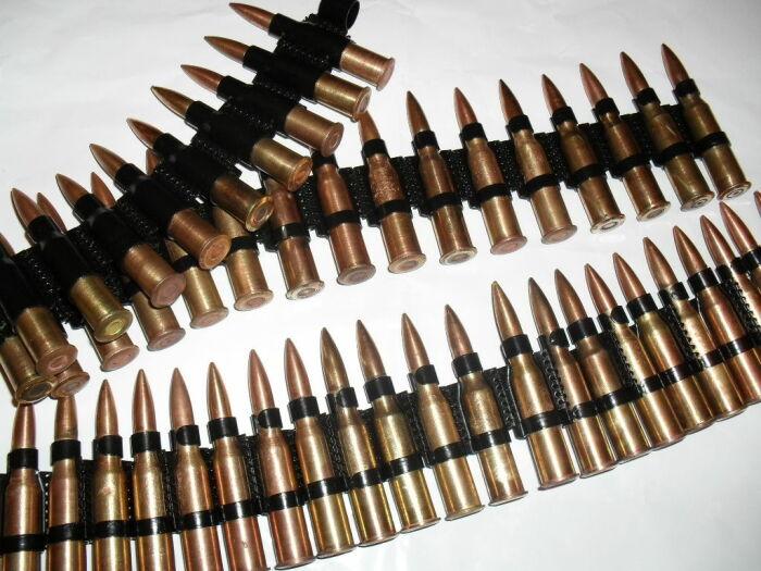 При одинаковом количестве патронов в обойме, пластиковая ноша гораздо легче металлической / Фото: guns.allzip.org