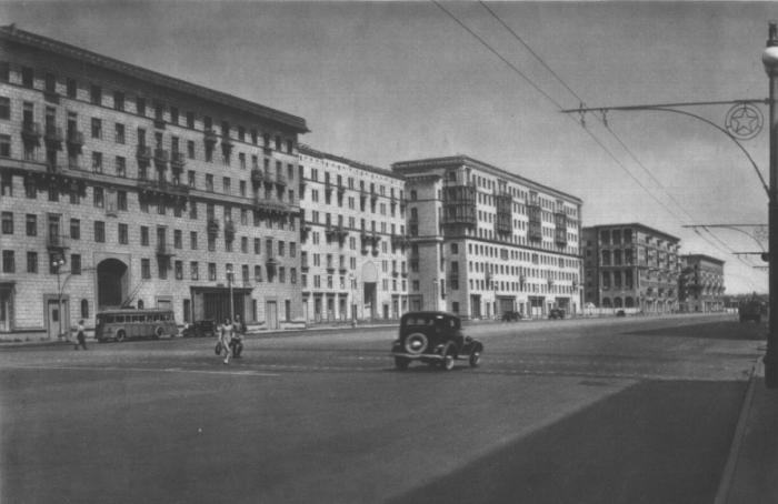 Построенные в 30-х-50-х годах прошлого века квартиры имели отличное месторасположение, высокие потолки и большую площадь / Фото: pastvu.com
