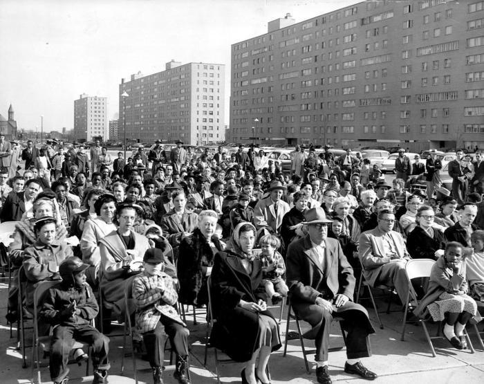 Спустя несколько лет, жильцы среднего класса не захотели жить в ЖК / Фото: stltoday.com