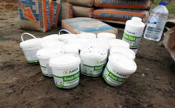 Входящий в состав клея поливинилацетат, характеризуется высокими показателями адгезии / Фото: texnotoys.ru