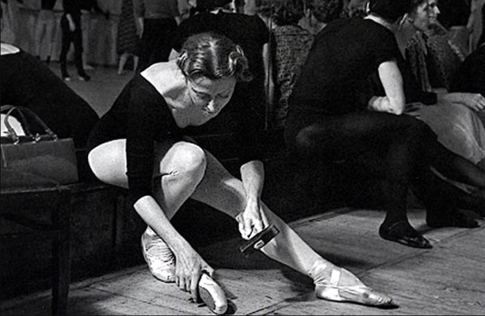 Зачем изящные балерины носят с собой молотки на занятия