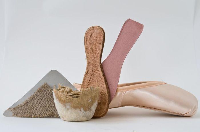 Мысок состоит из 6 слоев ткани, 4 слоев мешковины и 2 джутов / Фото: pinterest.ru