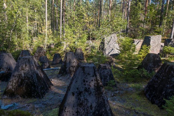 Противотанковые укрепления могли быть разной формы / Фото: pohjoiseen.fi