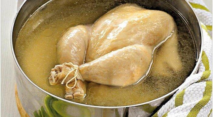 Чтобы бульон из курицы получился прозрачный и ароматный, нужно знать несколько секретов / Фото: fishki.net