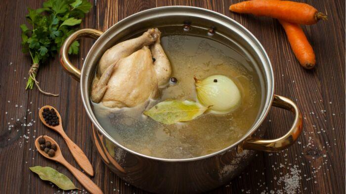 Как приготовить прозрачный куриный бульон: хитрость от опытных хозяек