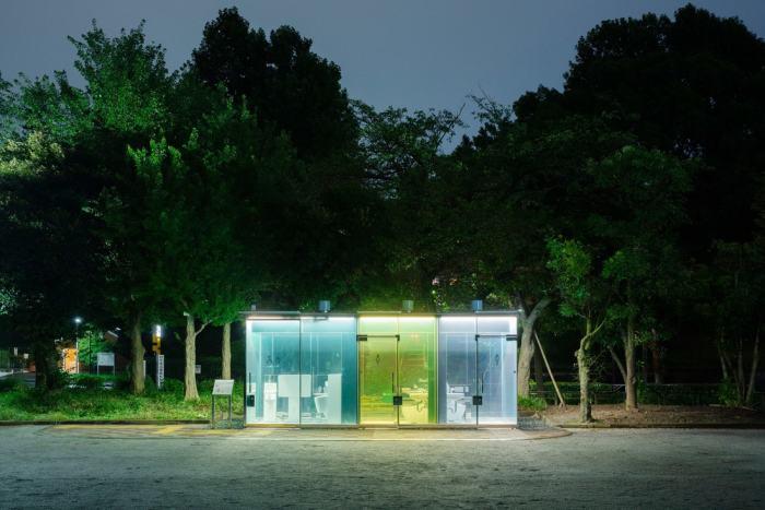 В вечернее и ночное время кабинки превращаются в дополнительный источник света / Фото: realt.onliner.by