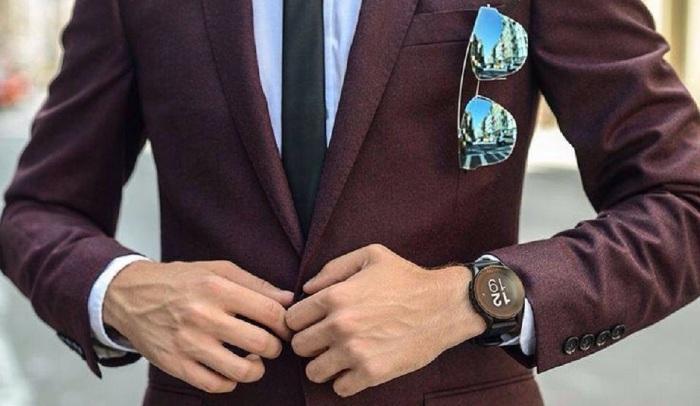 Как правило, на мужских пиджаках делают по четыре пуговицы / Фото: pinterest.ru
