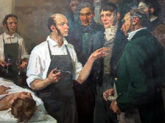 Благодаря манжетам с пуговица военно-полевые хирурги могли оперативно закатать рукава / Фото: pirogov.com.ua