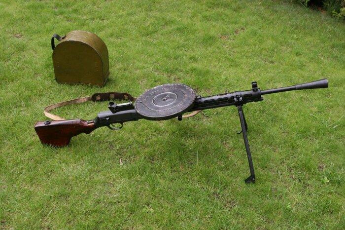 В итоге в случае с пулеметами решили использовать съемные стволы, которые быстро сменялись один другим поочередно / Фото: guns.allzip.org