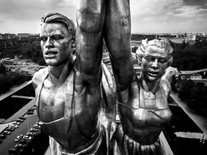Памятник состоит из 5000 мелких деталей, соединенных с помощью резьбы и сварки в единую конструкцию / Фото: sobaka.ru
