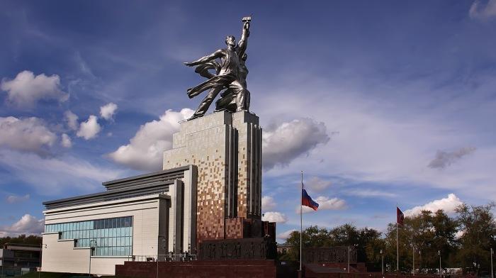 Монумент размещен на павильоне, в котором был организован музейно-выставочный комплекс / Фото: moscowalk.ru