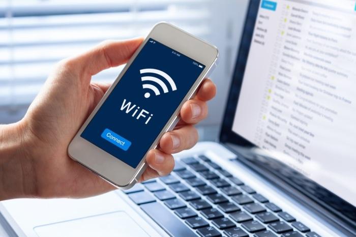 Включение и отключение авиарежима поможет и при проблеме подключения Wi-Fi / Фото: explica.co
