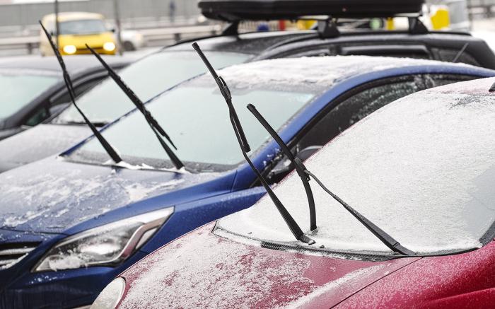 Зимой поднятые над стеклом дворники - обычное явление / Фото: zr.ru