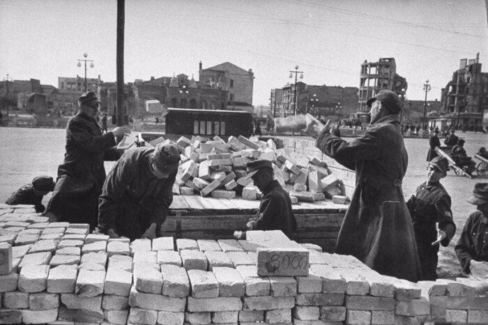 В принудительном порядке на работы в СССР было отправлено из Восточной Германии 155 000 человек / Фото: liveinternet.ru
