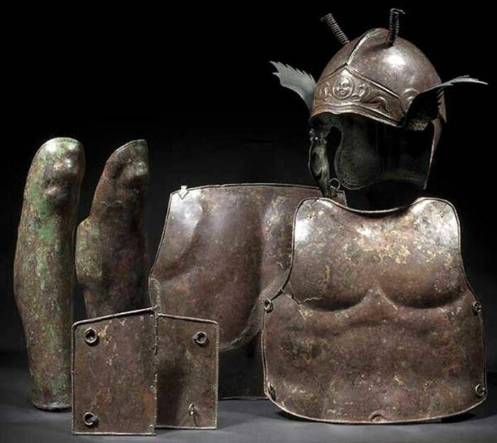 данный доспех среди римского населения получил название «лорика мускулата» / Фото: Pinterest
