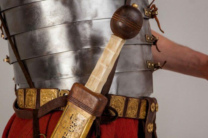 Для того, чтобы в фехтовании стать настоящим профи, требуется немало лет упорного труда / Фото: ratobor.com