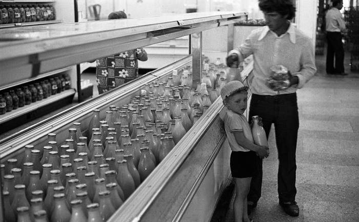 Молоко в литровой бутылке стоило каких-то 46 копеек / Фото: femmie.ru