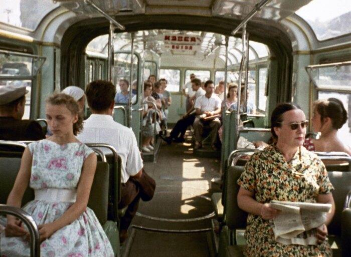 Проезд в городском автобусе обходился в то время в 15 копеек / Фото: sell-off.livejournal.com