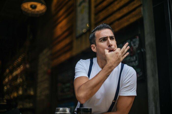 Иностранцев удивляет суеверность русских и запрет на свист дома / Фото: audiologyblog.phonakpro.com