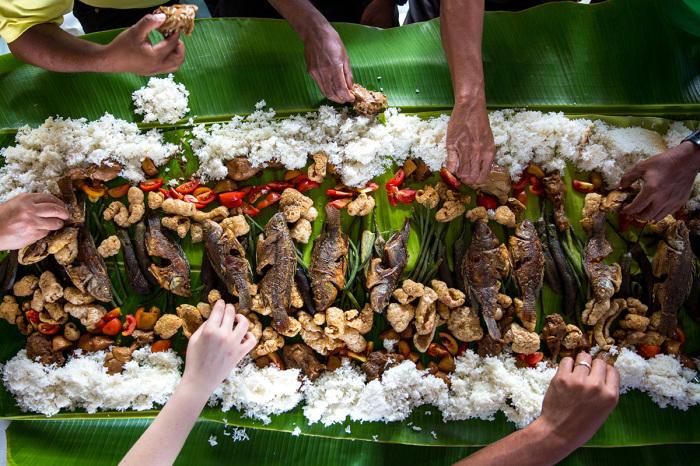 Подросшую рыбу фермеры не только продают, но и сами употребляют в пищу / Фото: dimsumnews.com