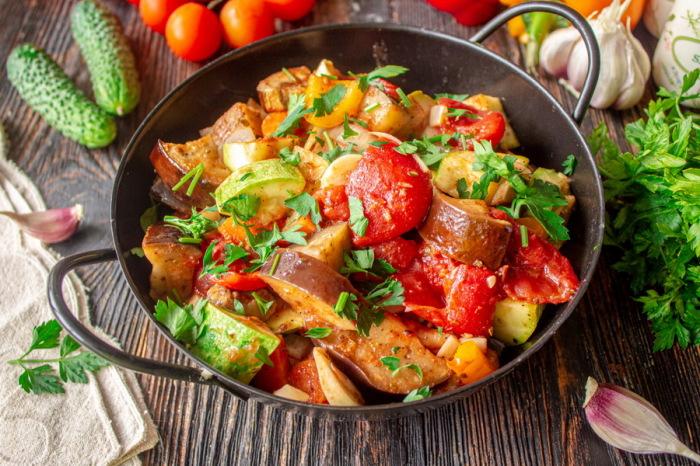 Три дня в неделю рыцари употребляли в пищу рагу, супы, каши, фрукты и кисломолочные продукты / Фото: herbeauty.co