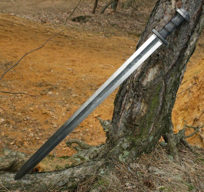 Стоимость топора в то время была гораздо ниже стоимости меча, так как на его изготовление уходило меньшее количество железа / Фото: vroda.co.ua