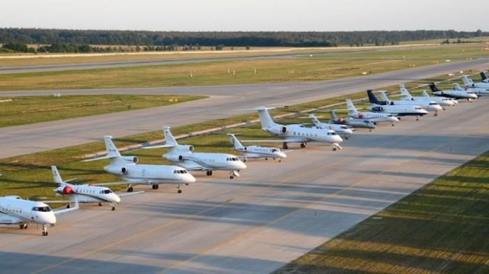 Важно поворачивать колеса самолета из одной стороны в другую / Фото: focus.ua