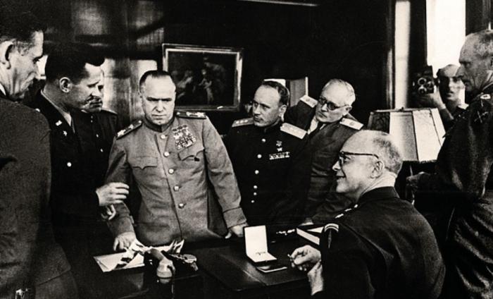 Установка БМ-13 была представлена на военном полигоне в 1941 году комиссии во главе с маршалом Жуковым / Фото: s30207256605.mirtesen.ru