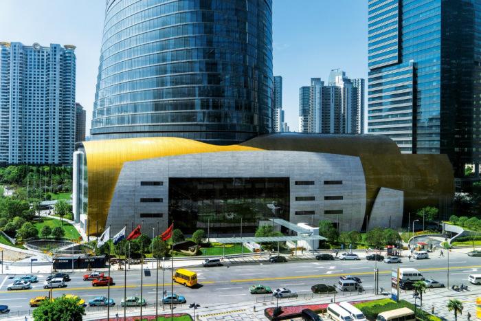 Вход в Шанхайскую башню / Фото: salatau.livejournal.com