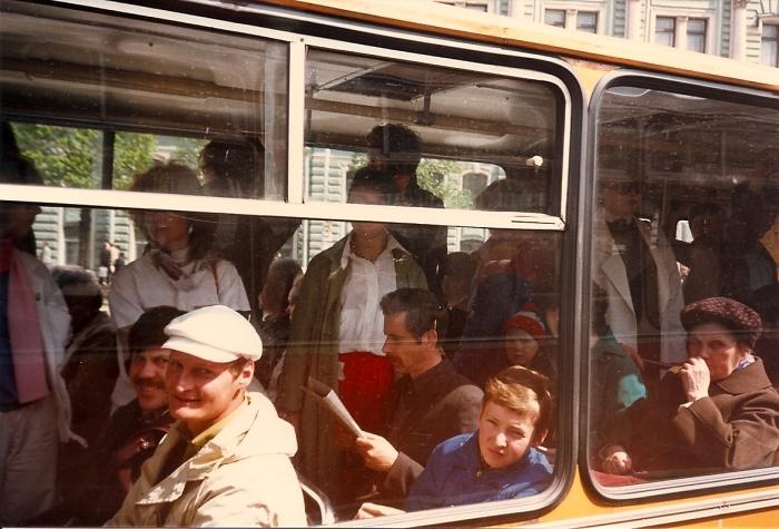 Личные автомобили советские люди использовали в редких случаях, преимущественно перемещались на общественном транспорте / Фото: jishvea.livejournal.com