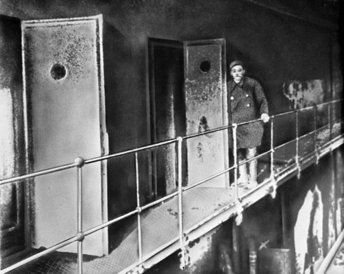 Постепенно в тюрьме ушел запрет на абсолютную тишину, днем начали открывать камеры / Фото: polzam.ru