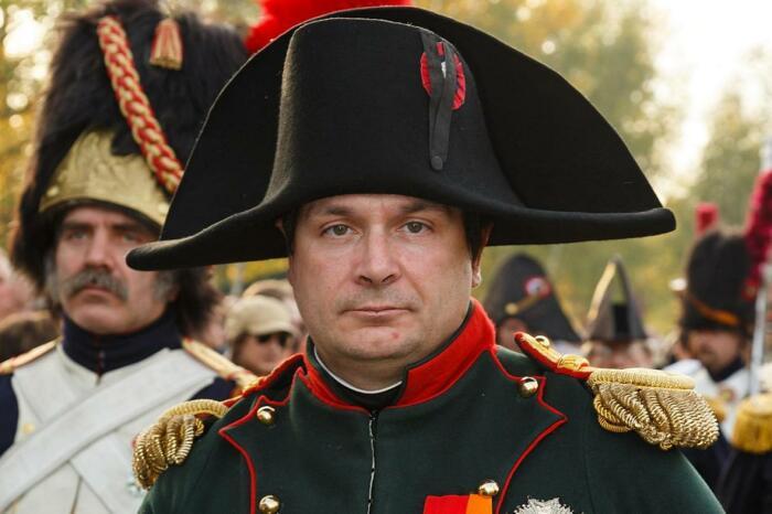 На востребованность бикорнов оказала влияние любовь Наполеона к такому виду шляп / Фото: thetimes.co.uk
