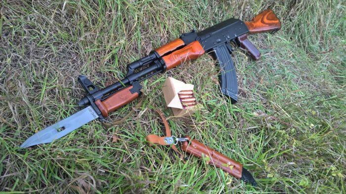 Всем известный сегодня штык-нож появился в шестидесятых годах прошлого века и использовался вместе с АКМ / Фото: guns.allzip.org