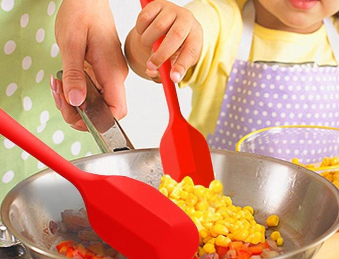 Но главное преимущество силиконовой кухонной лопатки мало кто знает / Фото: alisalebay.ru