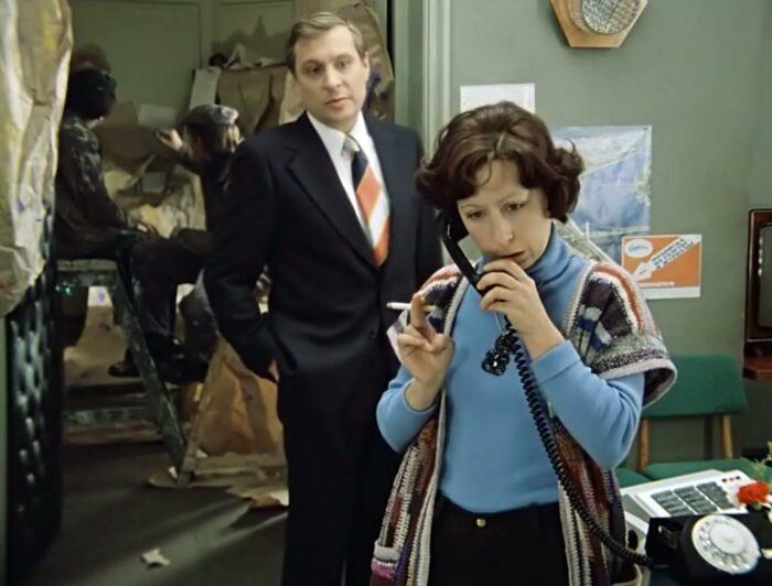 В советском фильме «Служебный роман» много нетипичных для современного человека вещей / Фото: stuki-druki.com