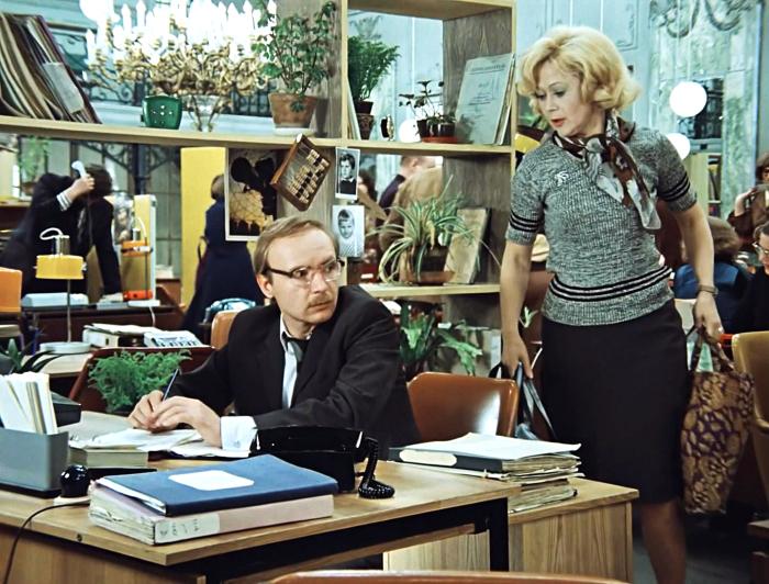 В Советском Союзе в магазинах действительно существовали обеденные перерывы / Фото: m.imdb.com