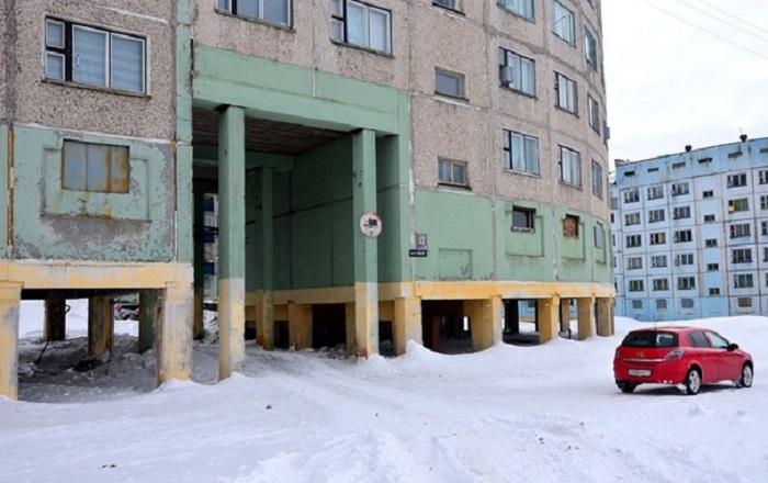 Подушка из снега вблизи свай способна спровоцировать оттаивание / Фото: ВКонтакте