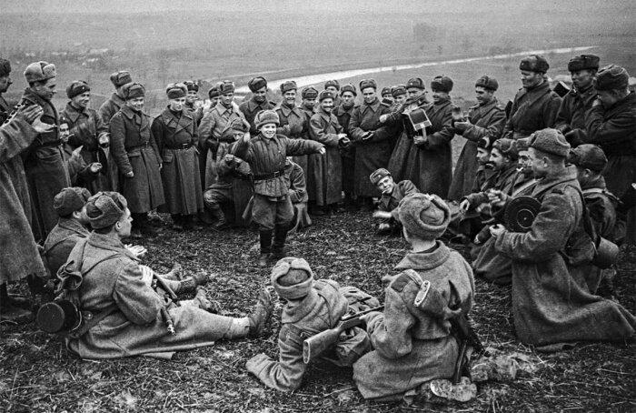 Погода могла резко поменяться, и шинель всегда была под рукой и не давала солдату замерзнуть / Фото: yandex.ua