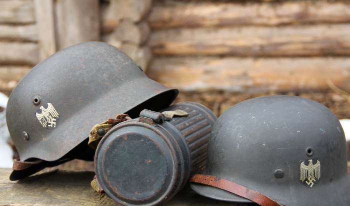 Немецкие каски тоже постоянно усовершенствовались / Фото: forum.ww2.ru