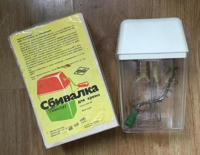 Ручные сбивалки можно встретить и на кухне современных хозяек / Фото: youla.ru
