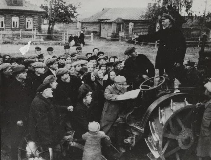 Среди сельских жителей было много недовольных, люди протестовали и предпринимали попытки уехать в город / Фото: russiainphoto.ru