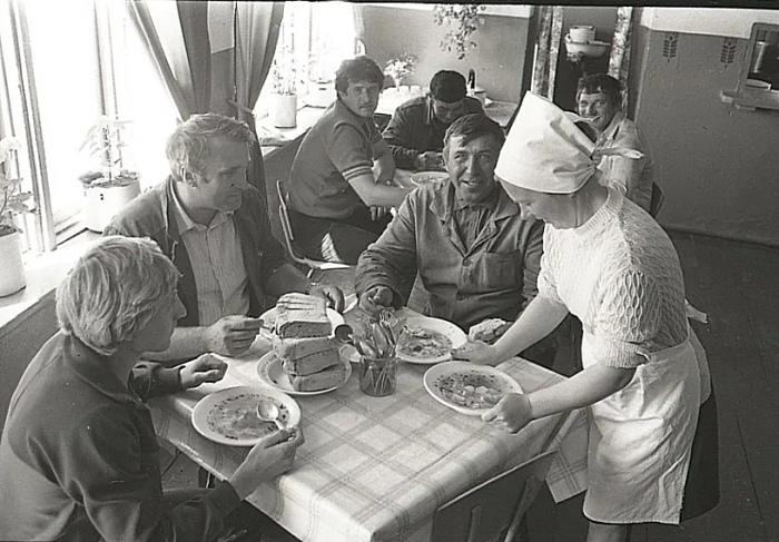 В СССР в заведениях общепита пользовались стеклянной посудой, в то время как в других странах - пластиковой / Фото: chelyabinsk.bezformata.com