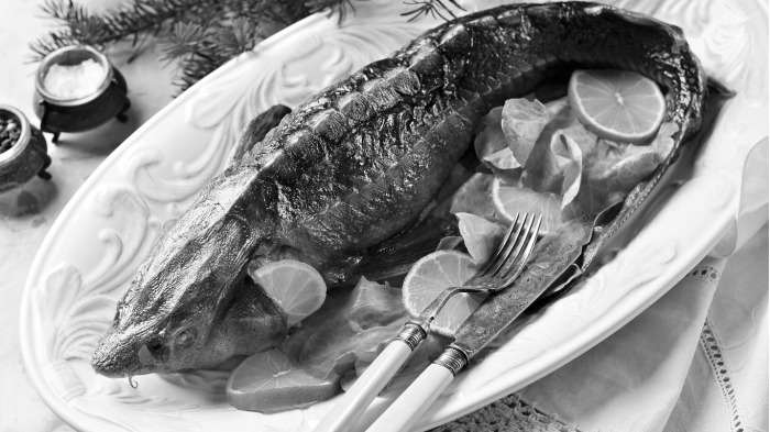 Посетителям предлагалась запеченная недорогая семга, салаты диетические с кальмарами, бульон из севрюги / Фото: activefisher.net