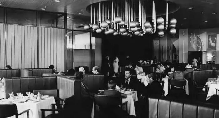 В ряде ресторанов существовали специальные залы для особых гостей и зарубежных туристов / Фото: yaplakal.com