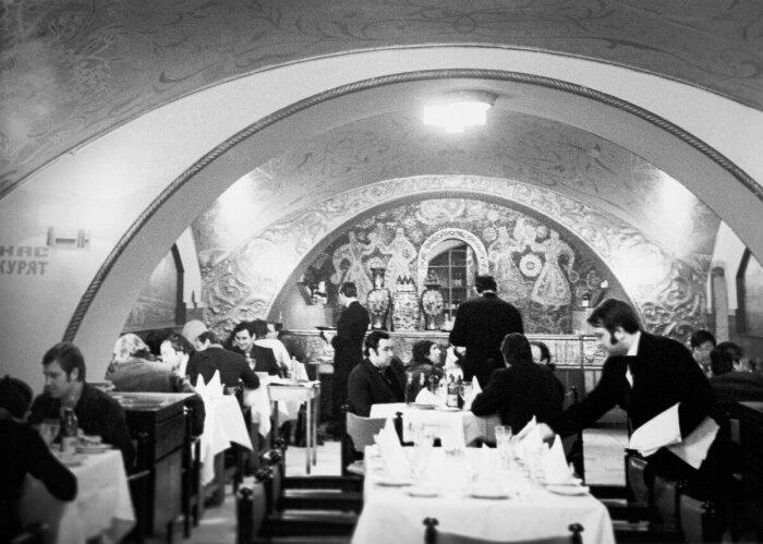 В Москве в ресторане «Арагви», находящемся на Тверской, отменный ужин на две персоны обходился в 10-15 рублей / Фото: freesmi-by.livejournal.com