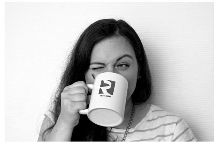 Только наши люди пили чай, не вынимая ложку из чашки / Фото: tanjand.livejournal.com