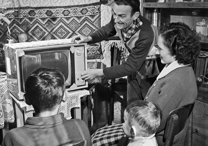 Причины, по которым советские телевизоры начинали работать после удара, кроются в особенностях сборки / Фото: Instagram›ussrlife
